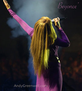Beyonce singing in concert