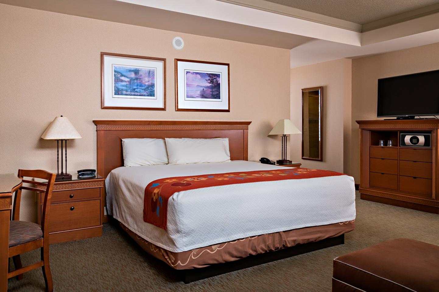 hotel suite bedroom MI
